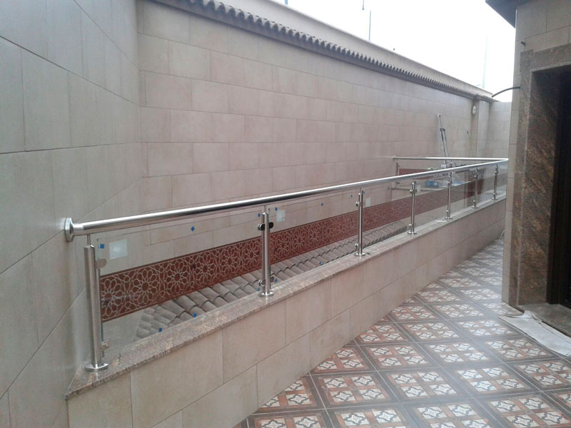 Escalera exterior acero y cristal
