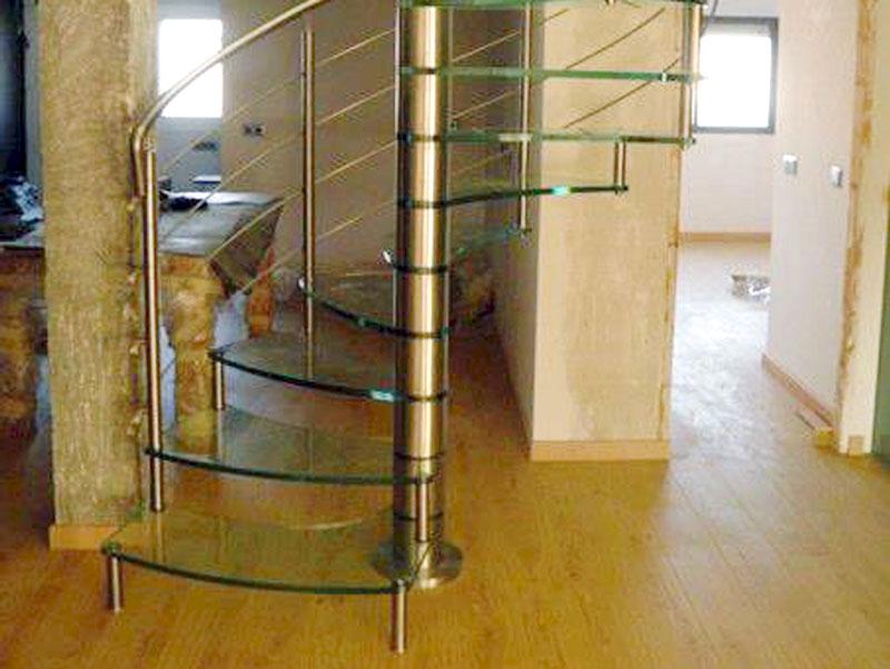 Escalera de cristal y acero