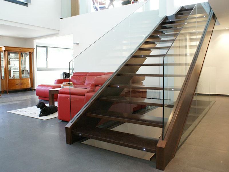 Escalera moderna. Cristal
