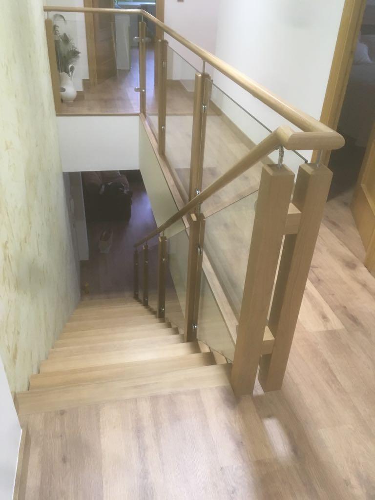 Escalera moderna madera y cristal