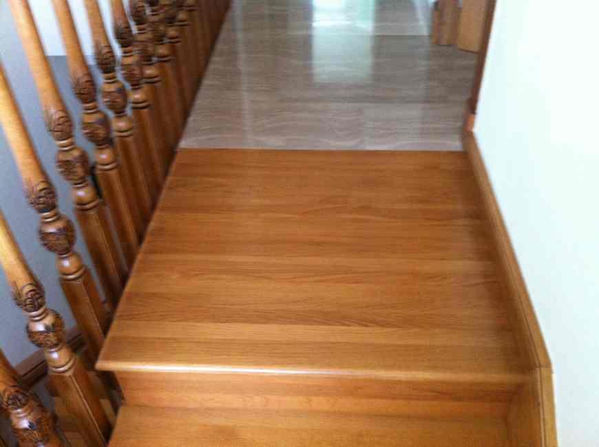 revistimiento de madera en escaleras