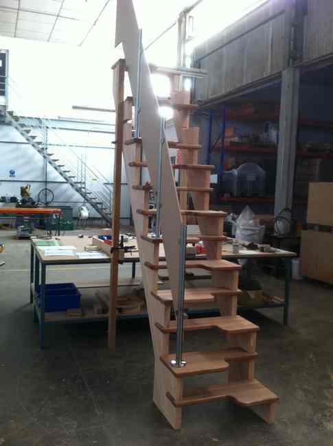 fabricación escalera japonesa en muprogest