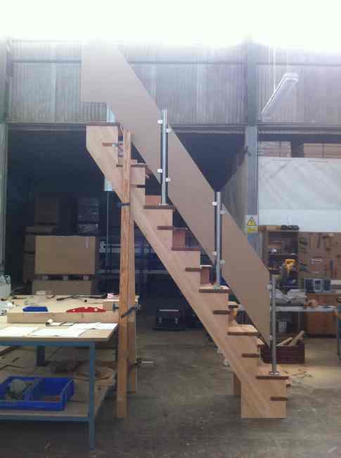 escalera japonesa madera y acero