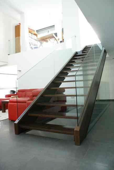 escalera madera y cristal de diseño