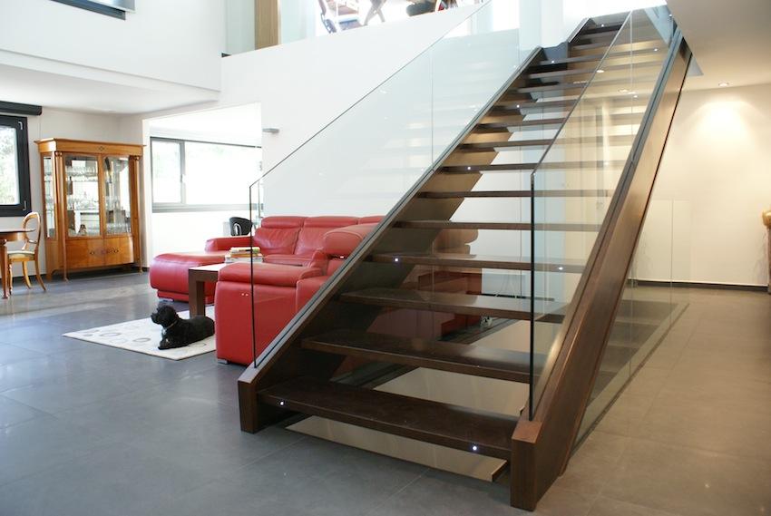 escalera madera y cristal