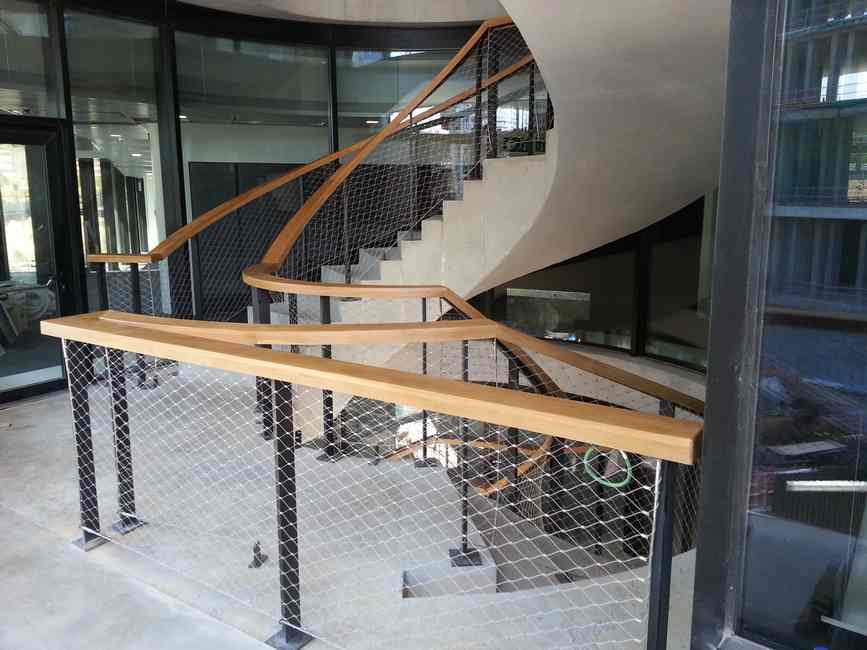 escalera pasamanos madera